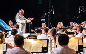 Maestro Frank Fetta conducts the San Bernardino Symphony Orchestra